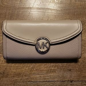 Michael Kors large flap Fulton wallet Pearl Grey